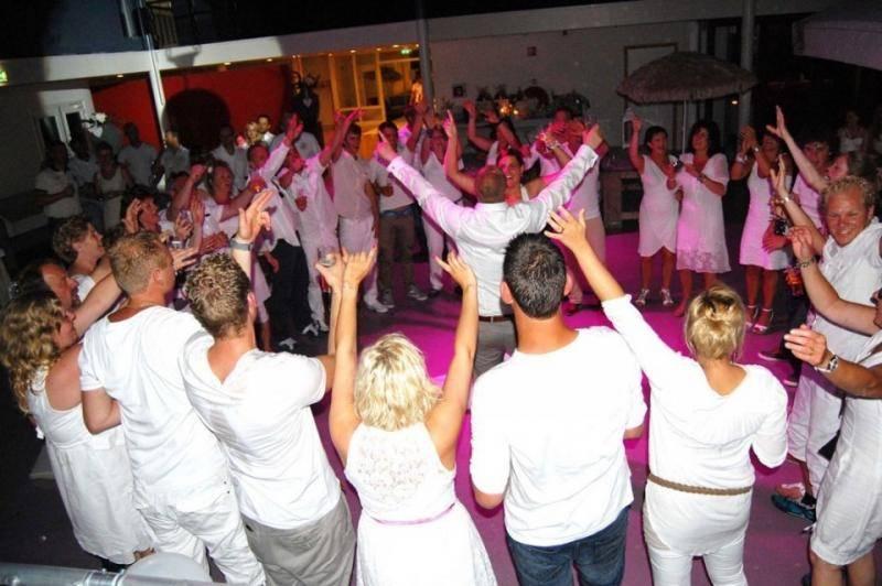 Bruiloft white party